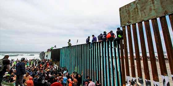 Caravana de migrantes a EE.UU.: la polémica petición de un grupo que quiere US$50.000 para volver a su país