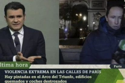 Dos encapuchados intentan quitarle el micrófono al reportero de 'LaSexta Noche' en pleno directo