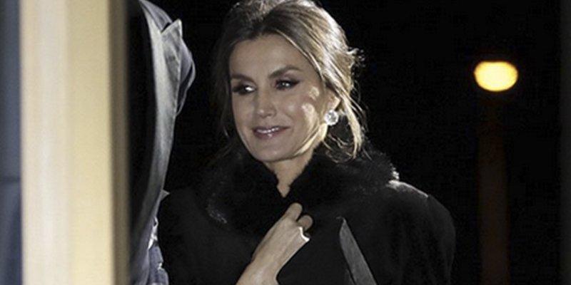 "Este es el abrigo que Letizia se quitó corriendo ""por miedo a ser criticada"""