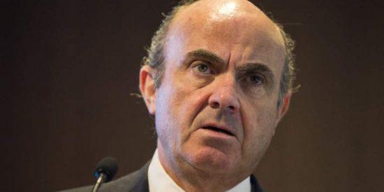 De Guindos y Goldman ponen la puntilla a la banca: pierde 3.500 millones