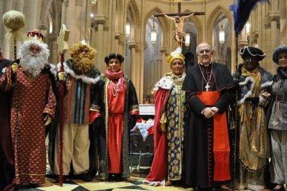 Los Magos de Oriente visitan a los niños de la Fundación Madrina en la catedral