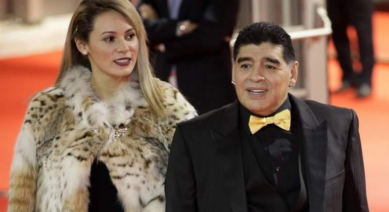 El cornudo Maradona es traicionado y expulsado de casa por su novia