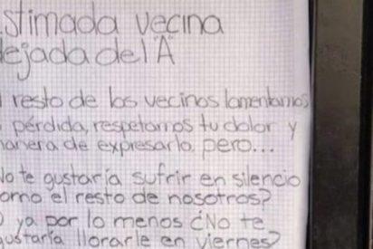 Rompe con su novio y se encuentra con una curiosa nota de sus vecinos en la puerta de su casa