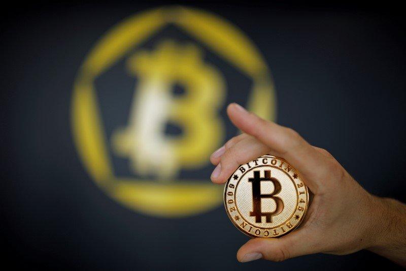 Bitcoin: la criptomoneda de moda supera por primera vez la barrera de los 50.000 dólares