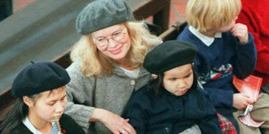 Las trágicas muertes de tres hijos adoptivos de la actriz Mia Farrow
