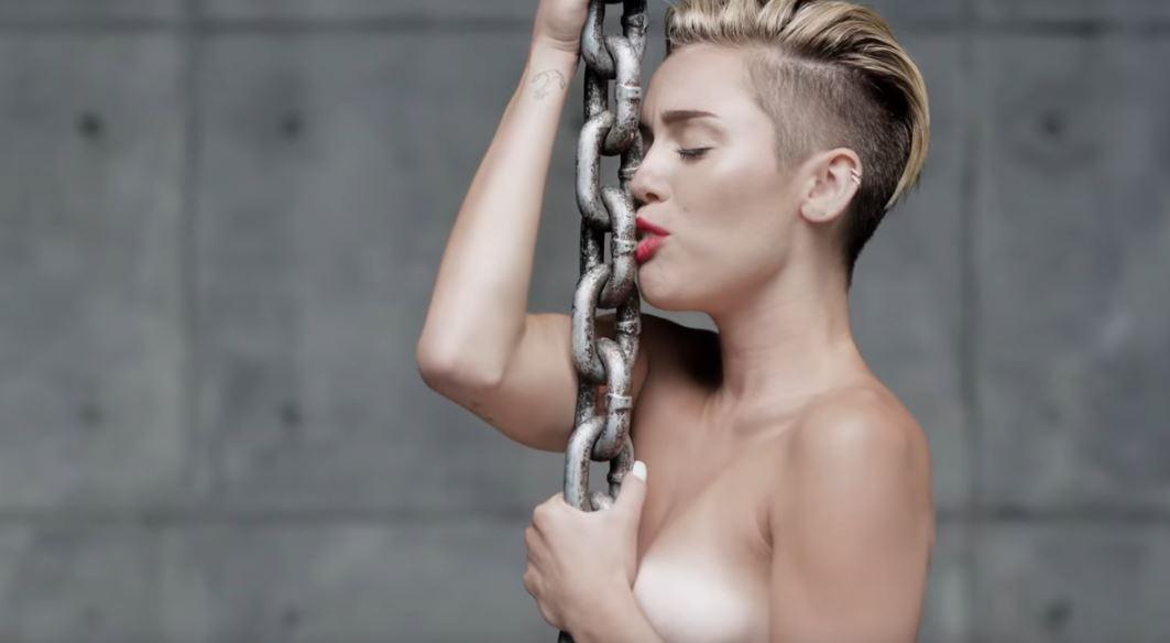 Miley Cyrus vuelve a consumir drogas, impulsada por su propia madre