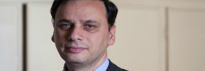 """El nuevo director del periódico vaticano fija como prioridad """"sacudir conciencias y encender corazones"""""""