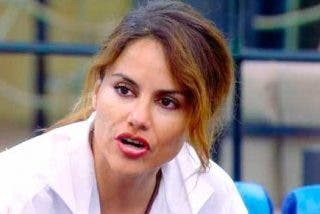 Monica Hoyos parece tener 'sindrome de Estocolomo' ante la ausencia de cámaras