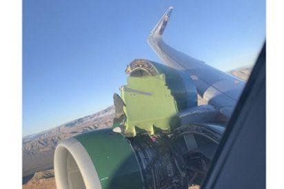 Estos pasajeros aterrorizados ven cómo se desgarra uno de los motores de su avión