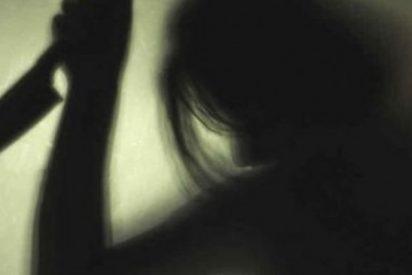 'Madre Leona': apuñala a los tres facinerosos que estaban violando a su hija y mata a uno de ellos