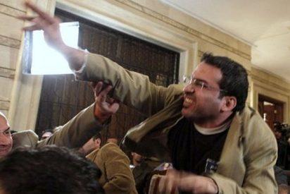 Qué sucedió con Muntazer al Zeidi, el hombre que lanzó sus zapatos contra George W. Bush
