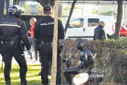 El misterio del hombre pintado de negro que caminaba desnudo por las calles y acabó en el hospital