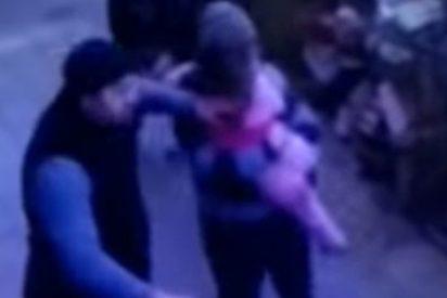 Esta niña de 5 años cae de un quinto piso... en brazos de dos peatones