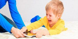 Los niños sufren peligrosos cambios cerebrales al estar tantas horas con el móvil o la tableta