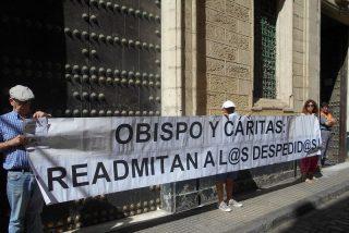 Los trabajadores despedidos de Caritas de Cádiz apoyan al canónigo Rafael Vez