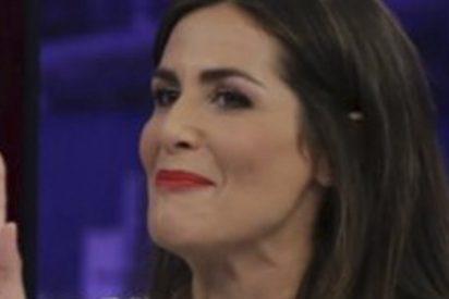 Pablo Motos deja a Nuria Roca con el culo al aire en pleno directo