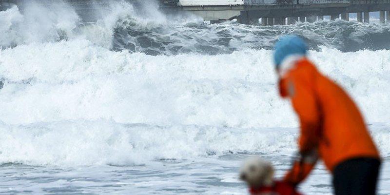 """Advierten sobre olas """"mortales"""" de 15 metros en California"""