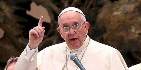 """El Papa reprocha que algunos viven en """"opulencia"""" mientras que otros ven su dignidad """"pisoteada"""""""