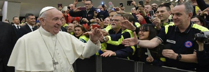 Papa pide un recuerdo especial en Navidad para las víctimas de desastres naturales