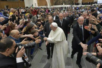 """Francisco: """"No se espera a Dios con las manos cruzadas, sino activos en el amor"""""""