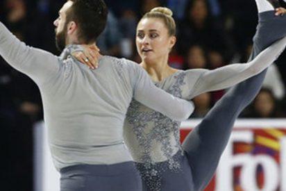 Este patinador deja caer a su pareja y ella se golpea brutalmente la cabeza contra el hielo