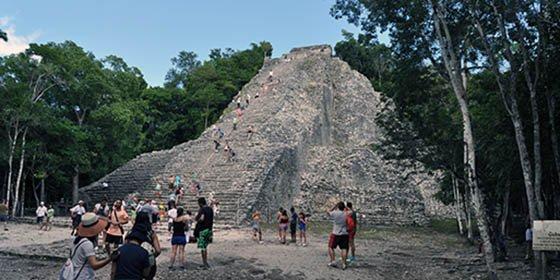 Nohoch Mul , la pirámide maya más alta de la Península de Yucatán