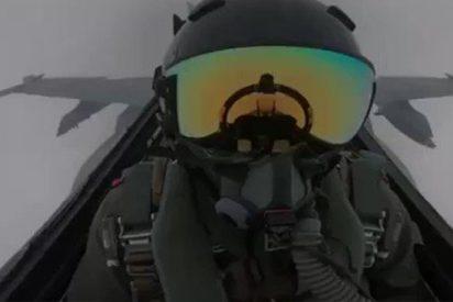 Así fue le momento exacto en que un rayo alcanza el casco de un piloto de caza kuwaití