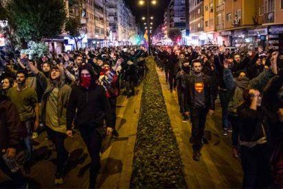 """Los violentos podemitas de Pablo Iglesias toman la calle contra VOX: """"Sin piernas, sin brazos, los fachas a pedazos"""""""
