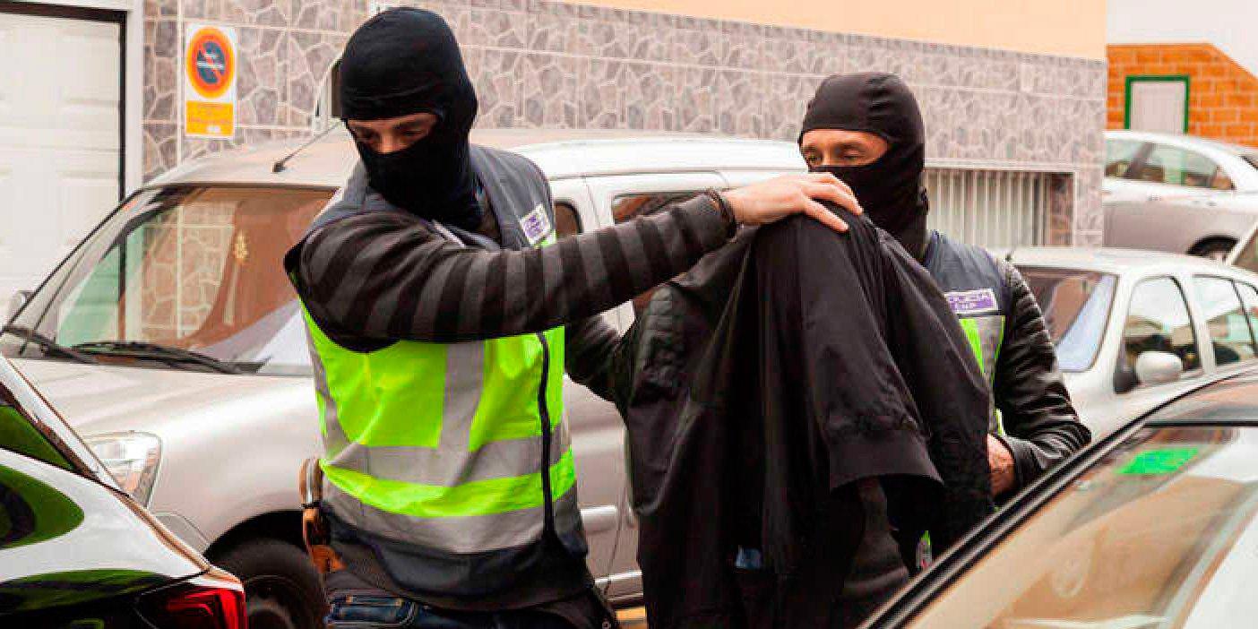 Una ladrona marroquí rocía con gasolina a una chica que iba con su bebé para prenderle fuego y robarle el bolso