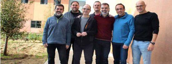 Los golpistas catalanes se fotografían en prisión pese a estar prohibido e inician una huelga de hambre