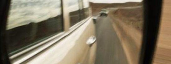 La Guardia Civil alerta a los conductores confiados contra la 'estafa del retrovisor'