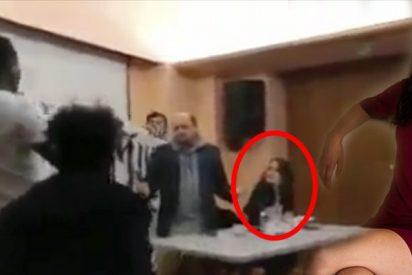 """Rita Maestre prueba su propia medicina: manteros irrumpen al grito de """"¡racista, racista!"""""""
