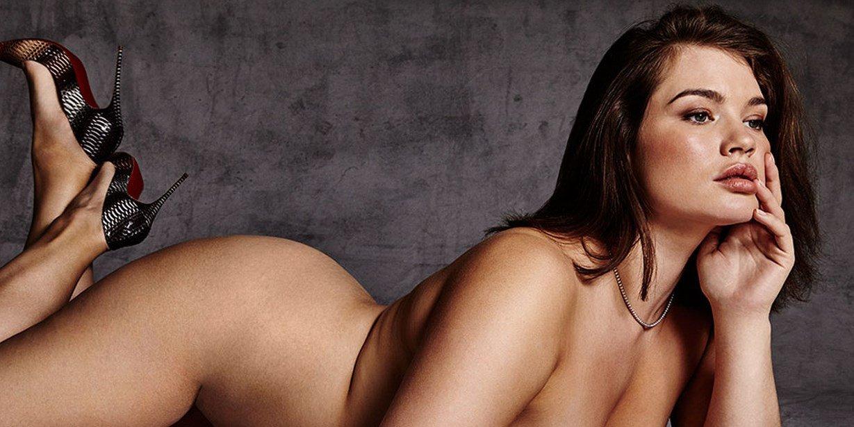 Tara Lynn, la modelo Curve que posa para pagar sus estudios de Filología