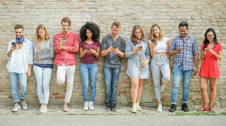 Una compañía en EEUU ofrece 100 mil dólares a quien viva un año sin usar un smartphone