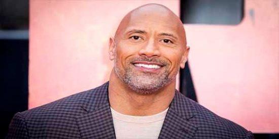 """No todos necesitan sacarse el Gordo: Dwayne """"La Roca"""" Johnson sorprende a su madre con un lujoso regalo"""