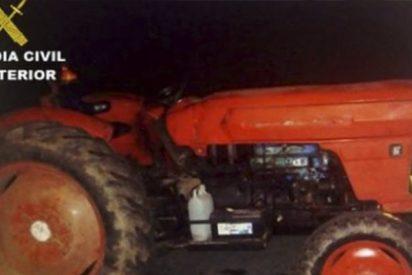 Sin puntos, sin luces, sin seguro, hasta arriba de drogas y en tractor