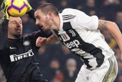 Estos futbolistas de la Juventus se 'inventan' un extraño pero eficaz 'tiki-taka'