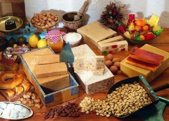 variedad de turrones y dulces de Navidad en España