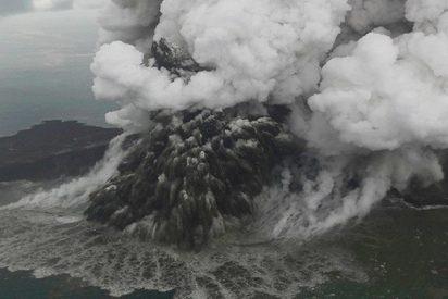Las imágenes del satélite confirman la desaparición de parte del volcán Anak Krakatoa