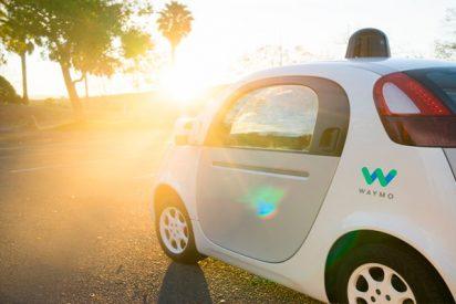 ¡Waymo cobra en sus taxis sin chofer el mismo precio que Uber!