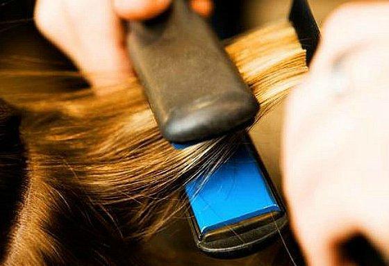 Como evitar la humedad en el pelo planchado