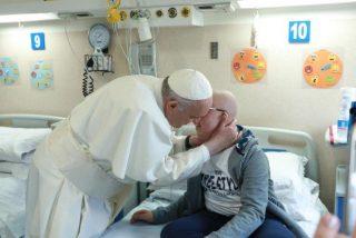El Papa invita a los médicos católicos a entrar en el debate sobre el aborto, la eutanasia o la genética