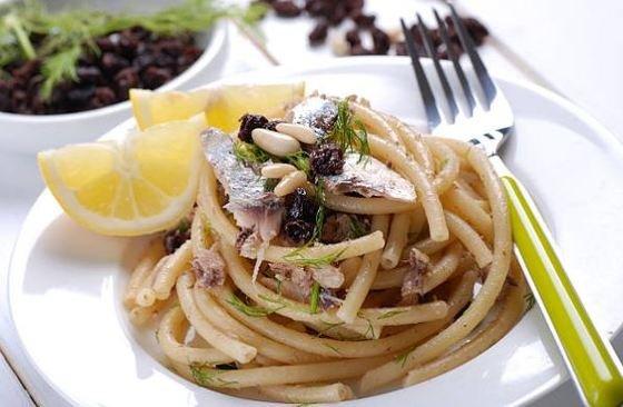 Pasta con sardinas o con le sarde.