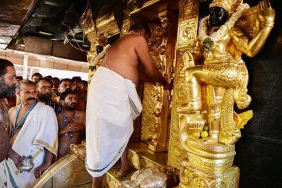 "Dos mujeres entran a un templo sagrado hinduista: los líderes sacaron a todos para hacer un ""rito purificador"""