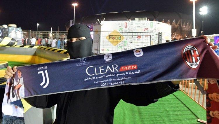 Las mujeres que Arabia Saudita autorizó, con restricciones, a ver la final de la Supercopa italiana