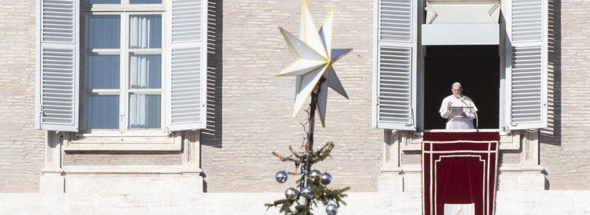 El Papa bendice a toda la humanidad, en el primer ángelus del año