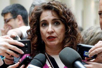 La ministra de Hacienda de Sánchez contrató a dedo 3.000 'enchufados' socialistas para meterlos en fundaciones andaluzas