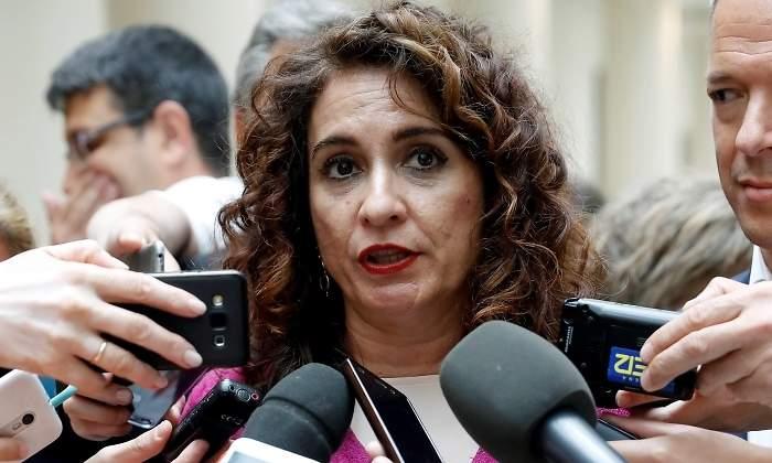 """Estados Unidos trolea a base de bien a la bocachancla de María Jesús Montero: """"El confinamiento en España terminará como poco el 1 de junio"""""""