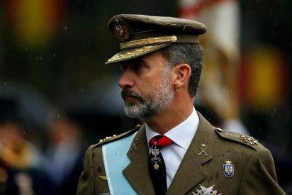 El Rey ensalza la Constitución y la bandera como símbolo de todos los españoles