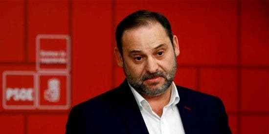 García Isac acusa a Ábalos de insultar a los andaluces y de saltarse todas las líneas rojas al negociar con independentistas y Otegui